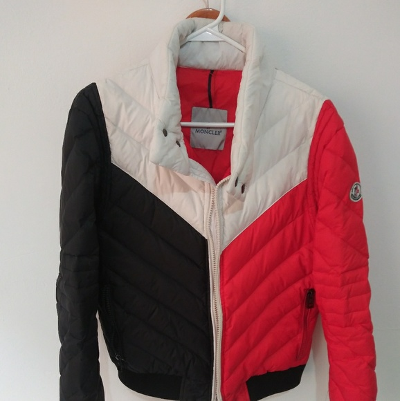 5b781a852 Moncler Vshape Puffer red white blue🇺🇸